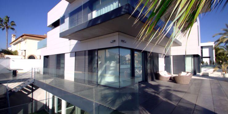 Luxe villa aan de Costa de Almeria met lift en binnenzwembad