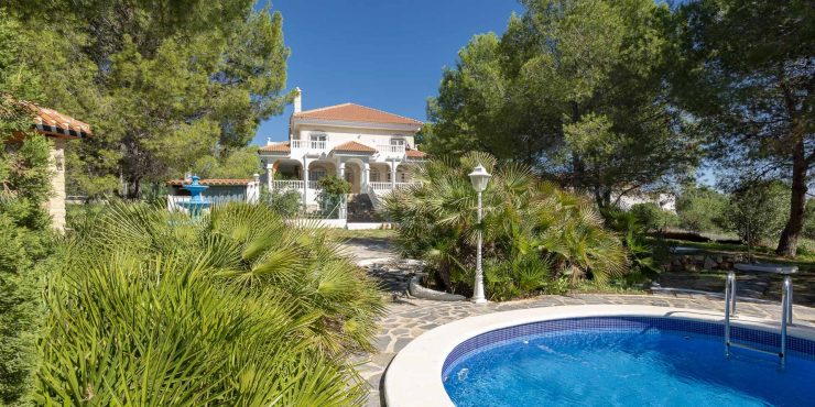 Country house with private pool and olive grove