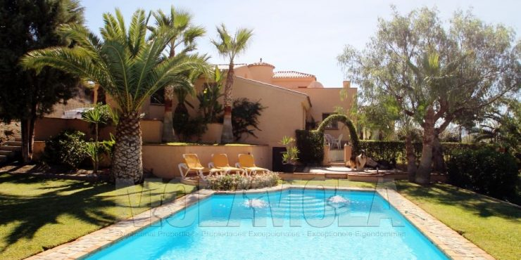 Country villa with private pool in stunning location