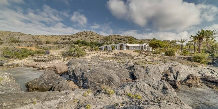 Exceptional Finca on the seafront with a timeless design house