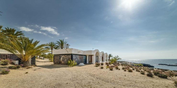 Exceptional Finca on the beach with a timeless design house by Antonio Bonet Castellana