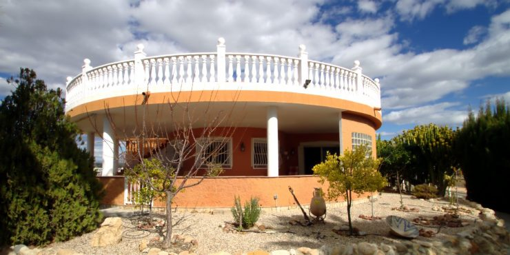 Comfortable and Spacious Villa in Turre for Sale